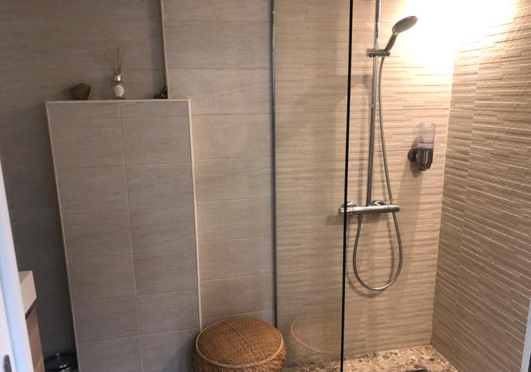 salle de bain 768x538 - Accueil